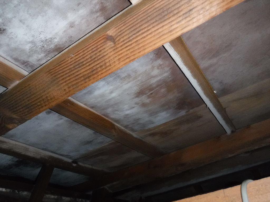 銅板の屋根!って・・・安心しておりました。 雨漏り診断