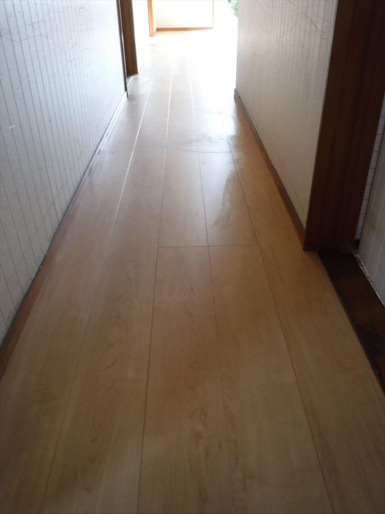 雨漏り補修の工事。いろいろと補修していこうと思います。 廊下 床補修工事